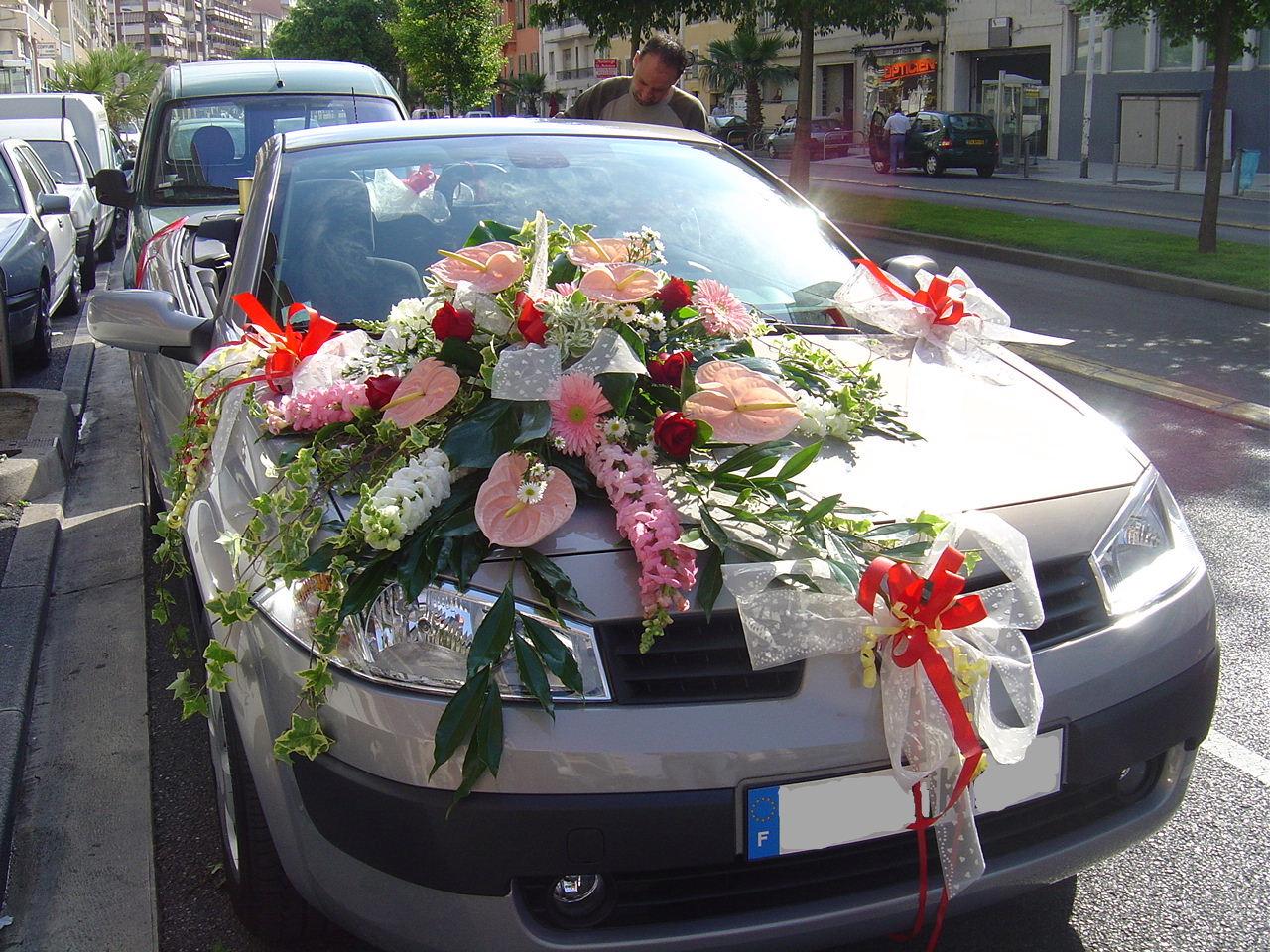 Украшение живыми цветами машин